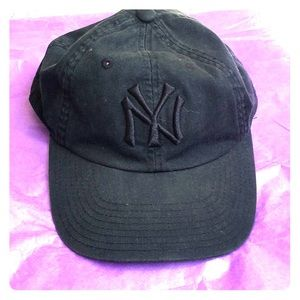 Black on black YANKEES baseball cap